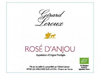 Rosé d'Anjou (demi-sec) 2017   Gouleyant et tendre, c'est d'abord un apéritif distingué. Ensuite, il saura accompagner les hors-d'œuvre, les viandes blanches et les mets relevés.